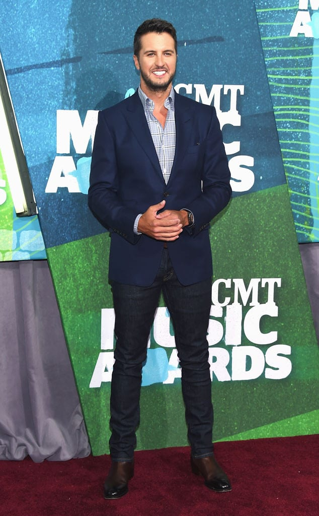 rs_634x1024-150610165126-634.luke-bryan-cmt-music-awards.jw.61015
